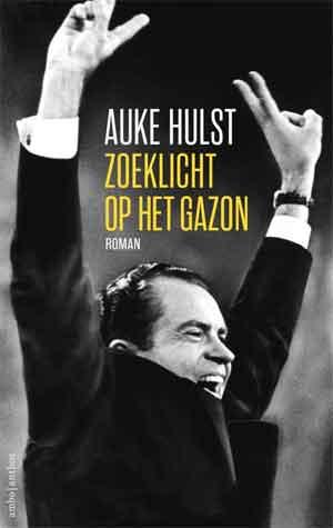 Auke Hulst Zoeklicht op het gazon Recensie