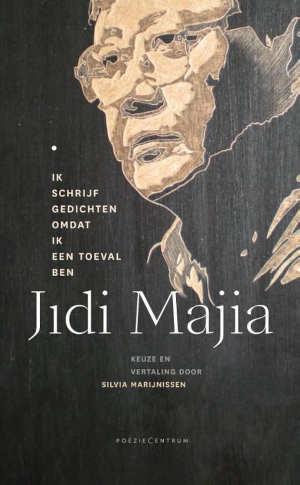 Jidi Majia Ik schrijf gedichten omdat ik een toeval ben Recensie